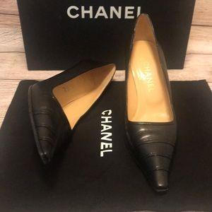 Chanel Black classic pumps Size 39